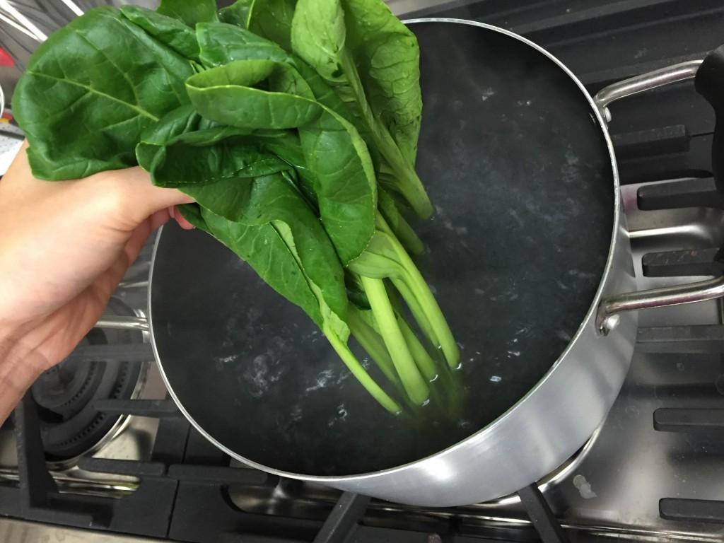 小松菜を茹でる