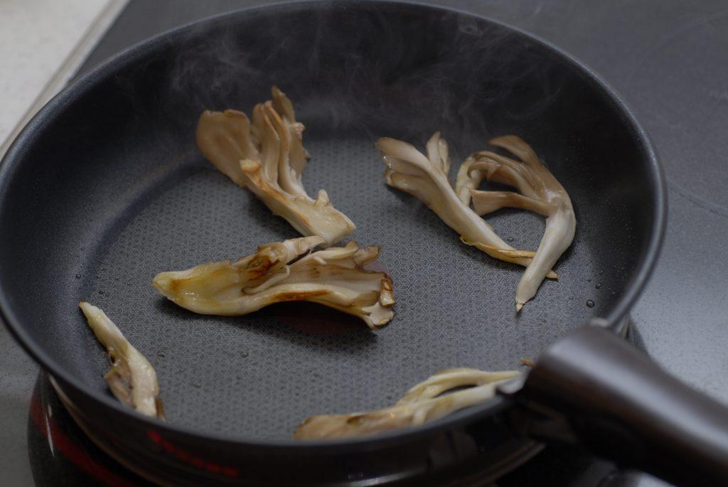 舞茸を調理して保存する