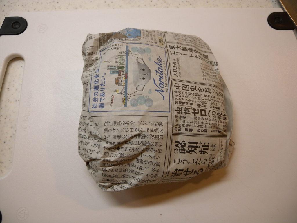 新聞紙で包んで冷凍する