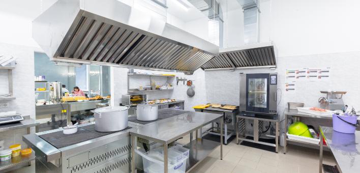 調理を効率化するセントラルキッチン
