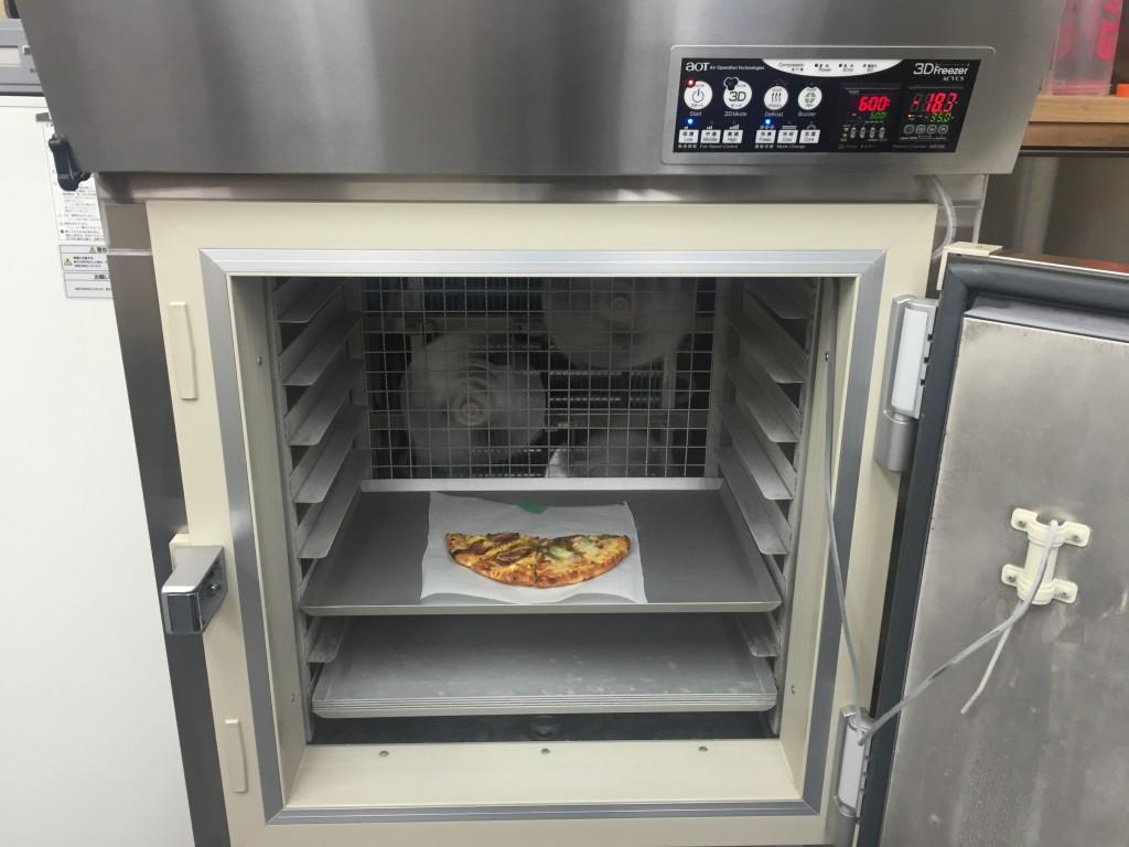 3Dフリーザーとピザ